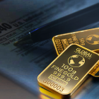 Wealthy Investors Are Stockpiling Gold